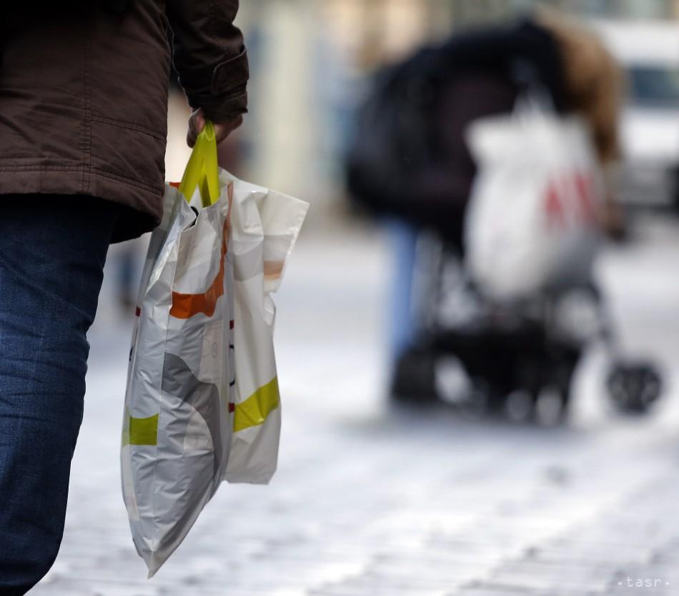 Rozlúčte sa s igelitkami v obchodoch. EÚ ich ruší