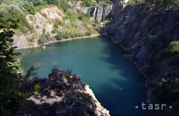 Prírodné jazero pri Beňatine pripomína chorvátske Plitvické jazerá
