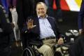 Georgea H.W. Busha previezli na JIS, hospitalizovali aj jeho manželku