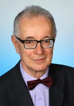 UMB udelila titul doctor honoris causa matematikovi J. Smítalovi