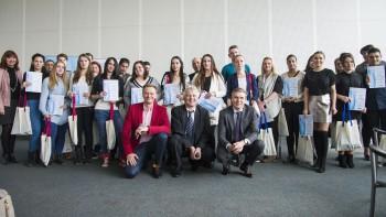 Sociálne slabšia mládež sa uplatní v dospelosti vďaka podpore vzdelani