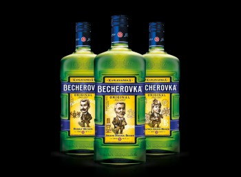 Zberateľská limitka Becherovky s jej zakladateľmi je späť