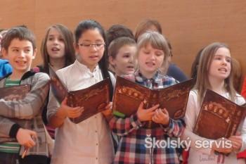 700 detí zaspieva na jednom pódiu