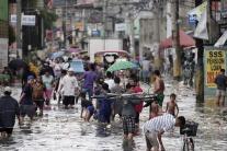 Záplavy na Filipínach po tajfúne Saola
