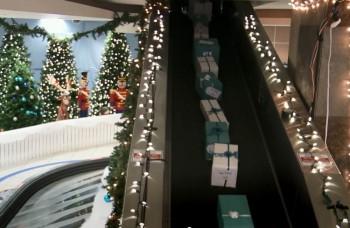 Vianočný zázrak na letisku: Santa rozdával ľuďom dary snov!
