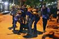 Pri razii proti islamistom zahynuli v Bangladéši civilisti a policajt