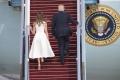 VIDEO: Médiá: Prezidentovi a prvej dáme sa nedarí v držaní sa za ruku