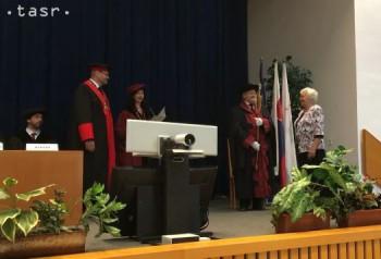Absolventi Univerzity tretieho veku dnes slávnostne promovali