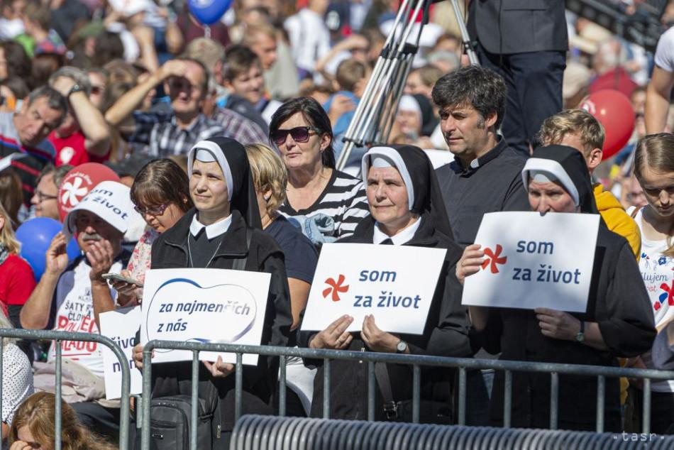 Na snímke účastníci 3. ročníka Národného pochodu za život. Bratislava, 22. septembra 2019. Foto: TASR Michal Svítok