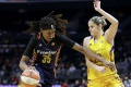 Basketbalistky Los Angeles Sparks vyhrali nad Atlantou 84:75.