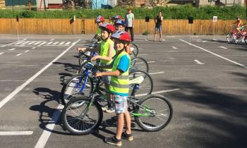 V Ružinove sa deti súťažnou formou naučia pravidlá cestnej premávky