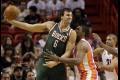 NBA: Austrálsky pivot Bogut sa dohodol na ročnom kontrakte s LA Lakers