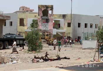 Pri výbuchu nálože v jemenskom Adene zahynulo najmenej 45 ľudí