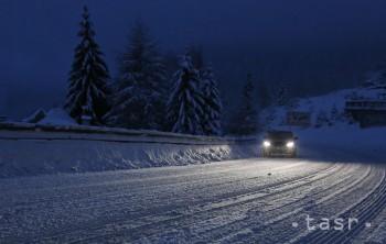 Sneženie zatvorilo horské priechody Donovaly aj Kremnické Bane