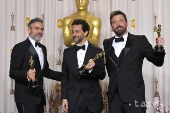 Argo získal podľa očakávania troch Oscarov, tromfol ho Pí a jeho život