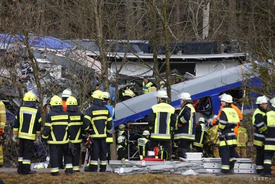 SMRTEĽNÁ NEHODA: Zrážka vlakov v Nemecku má už desať obetí
