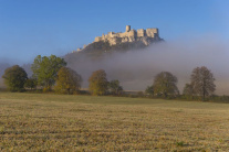 Spišský hrad v jesenných hmlách