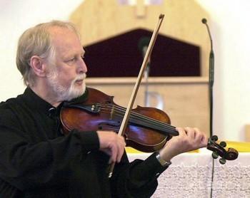 Zakladateľom Slovenského komorného orchestra bol Bohdan Warchal