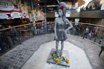 Sochu zosnulej speváčky Amy Winehouse odhalili v Londýne