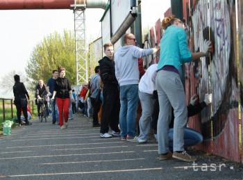 Plechový plot pri Nedožerskej ceste dostane vďaka študentom novú tvár