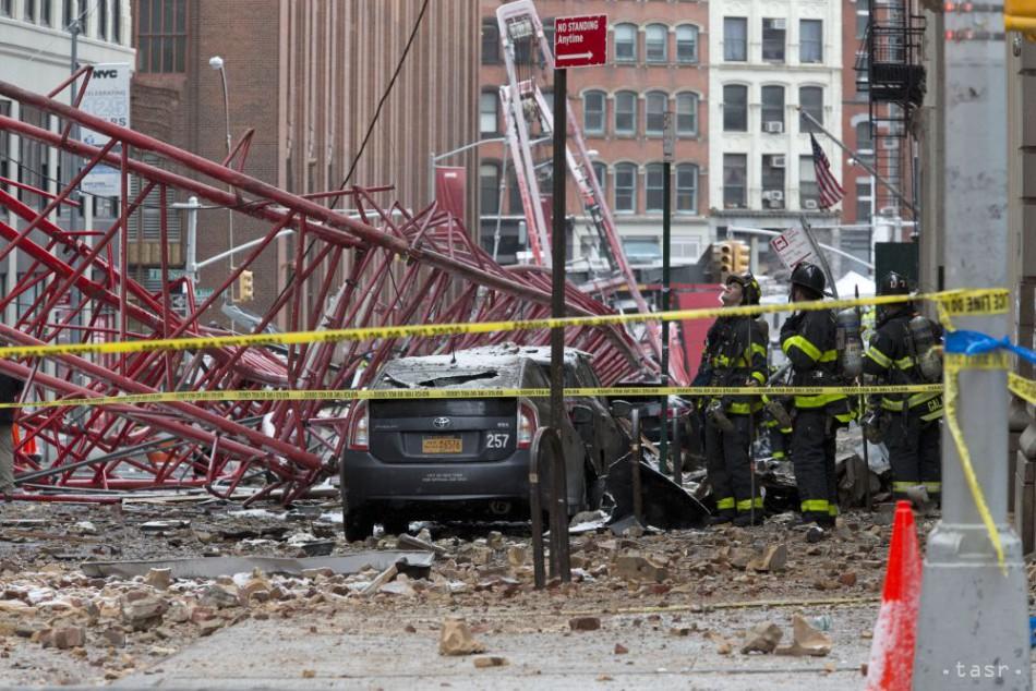 VIDEO: V New Yorku sa zrútil žeriav, zahynul jeden človek
