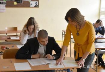 Viac ako 83 percent študentov bude maturovať z anglického jazyka