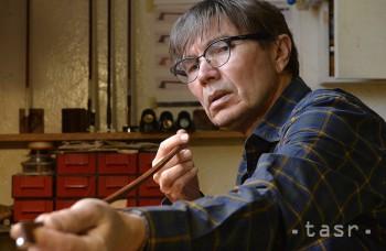 VIDEO: Sláčik musí ladiť s hudobníkom i nástrojom, hovorí ich výrobca