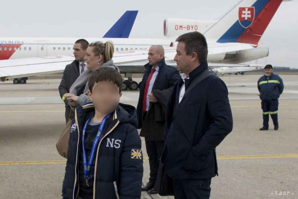 Vládny špeciál priviezol uneseného chlapca, sprevádzal ho P.Pellegrini