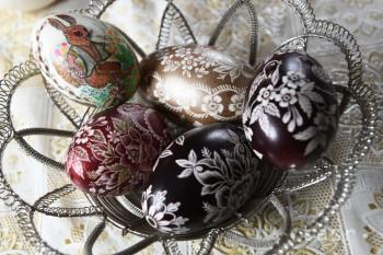 A. Martečíková zdobí vajcia unikátnym spôsobom