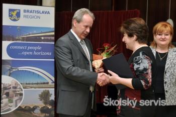 Bratislavský kraj ocenil 20 pedagógov za ich záslužnú a obetavú prácu
