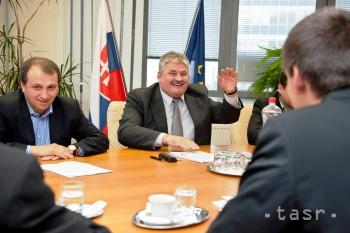 Študenti budú platiť vyššie odvody z dohôd až od zárobku 155 eur