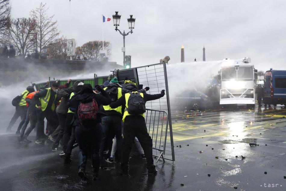 Francúzsko v súvislosti s protestmi možno vyhlási výnimočný stav
