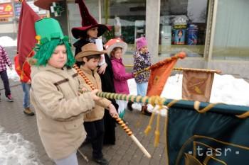 Malí čitatelia prešli mestom v rozprávkových kostýmoch