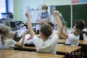 Prieskum: Učitelia sú vyčerpaní, mnohí uvažujú o zmene profesie