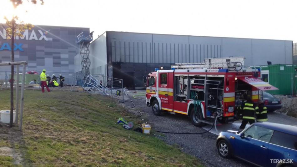 FOTO  Nákupné centrum v Bratislave museli evakuovať ded68709d2b