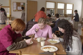 NRSR: E. Tomáš: Obedy zadarmo by mali zlepšiť stravovacie návyky detí