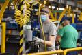 Trnavská automobilka po letnej odstávke opäť vyrába