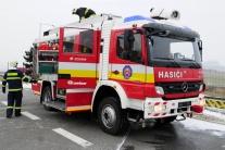 Požiar chaty v lokalite Stará púť likvidovalo dvanásť hasičov
