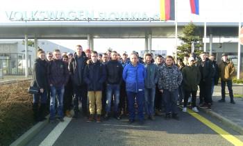 Tlmačskí študenti finišovali v závode Volkswagen