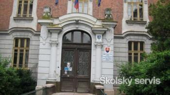 Gymnázium H. Selyeho s VJM v Komárne získalo novú interaktívnu tabuľu
