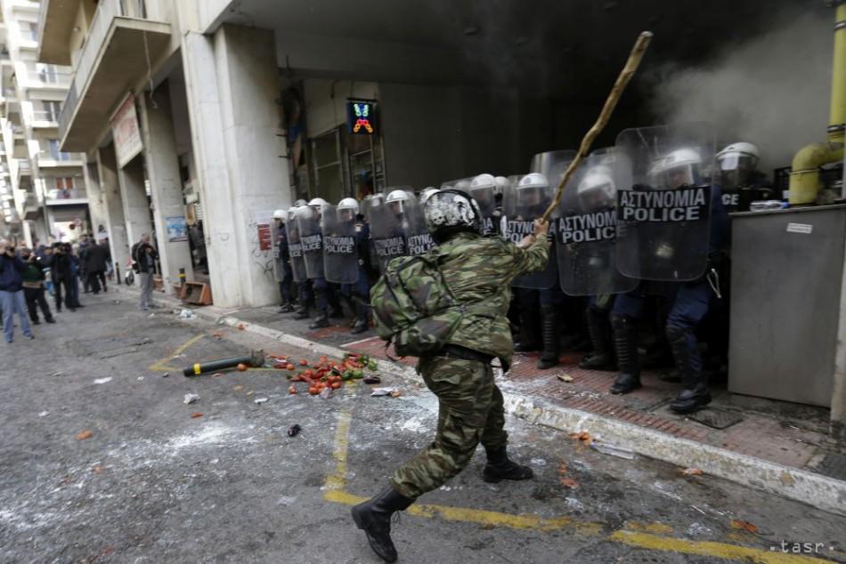 VIDEO: Farmári protestujú v Aténach, pobili sa aj s políciou