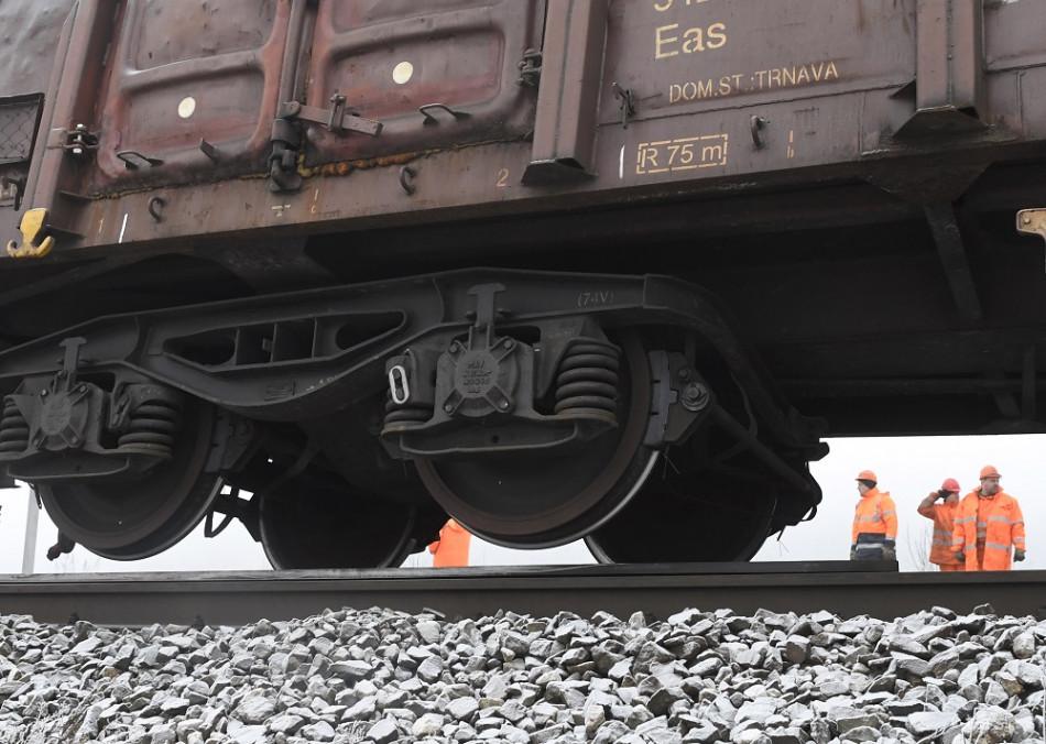 fdf02d8e1 Zrážku s vlakom neprežilo 13-ročné dieťa, matka vyviazla so zraneniami