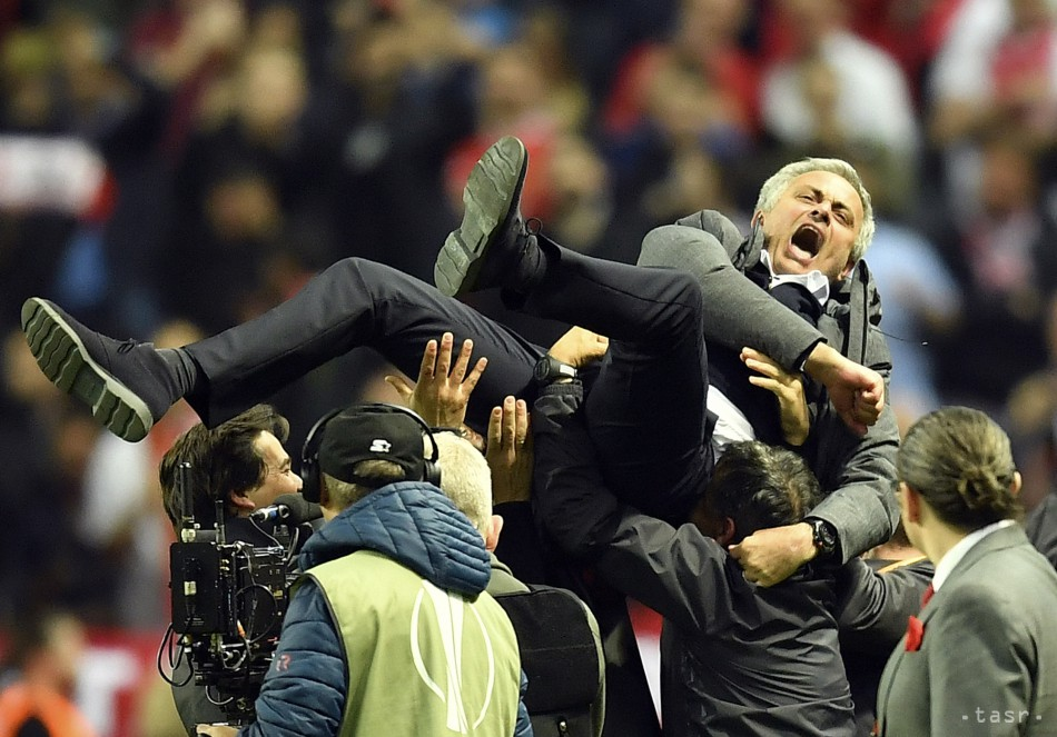 VIDEO: United doplnil zbierku, Mourinho: Bol to triumf pragmatizmu