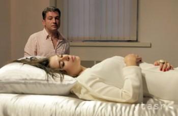 Žena vraj počas bdelého stavu vystúpila z tela, veda hľadá vysvetlenie