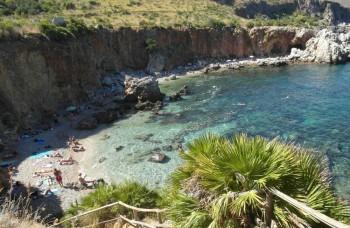 Dve tváre Sicílie - azúrové more a biely piesok, či odpad a ohorky