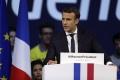 Macron získava širokú podporu, analytici už špekulujú nad premiérom