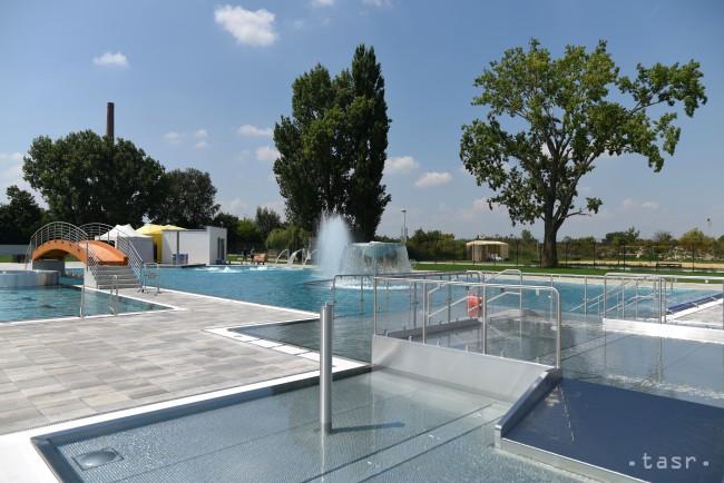 48943887c Na snímke letné kúpalisko wellnes centra Relax Aqua & Spa na mieste  bývalého kúpaliska Slávia v Trnave 27. júla 2016. FOTO TASR - Lukáš Grinaj  Foto: TASR ...