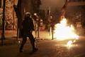 V centre Atén vyčíňalo takmer 200 výtržníkov