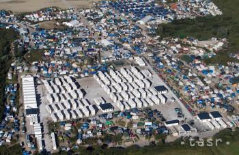 Džungľa v Calais stále nie je prázdna, nocovali v nej aj deti