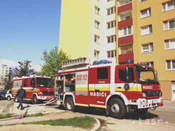 V Bratislave HOREL byt: Zasahovalo skoro 20 hasičov